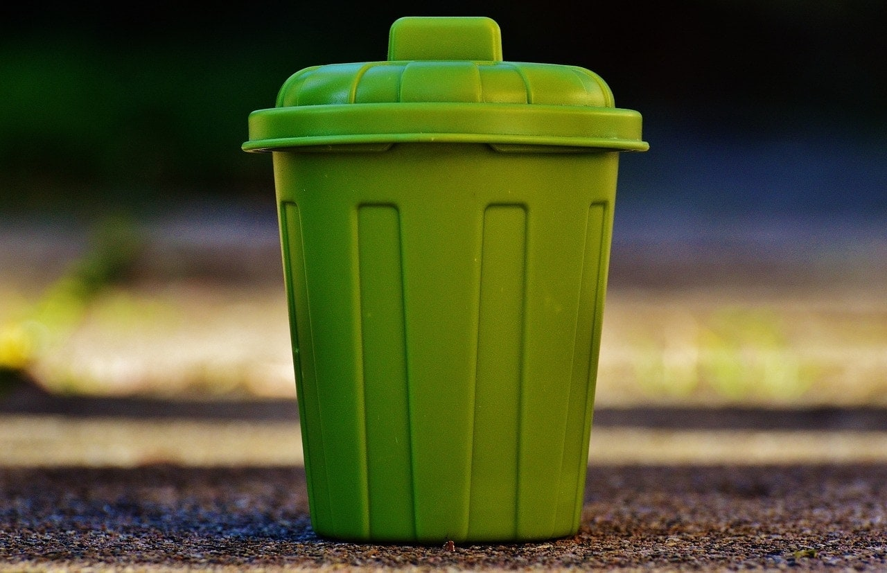 garbage can green