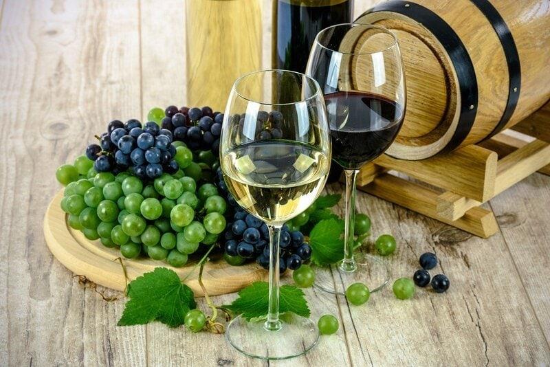 wine-glasses-grapes-pixabay